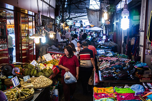 A busy and vibrant Thai market